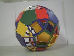 Polydrons et polyèdres : Atelier similaire avec des polydrons